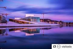 Uno de los sitios que más me gustan de la ciudad:grinning::grinning: #Repost @visitoslo with @repostapp ・・・ The Opera floating in space :smile:. #oslo #visitoslo Photo: @lit_nacabuan