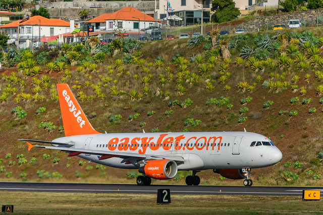 G-EZWF | easyJet | Airbus A320-214