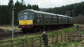 20170330-39_Diesel Train (Daisy) coming into Levisham Station