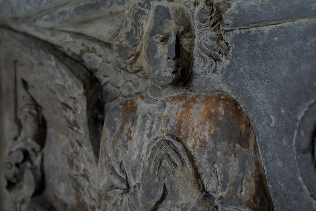 Détails d'une sculpture d'ange au Musée de la sculpture Sant'Agostino à Gênes