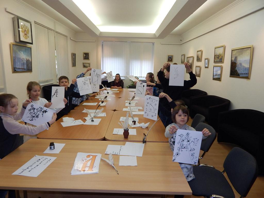 Во время увлекательного интерактивного занятия Как учились в старину, Братислава, Словакия