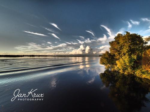 kasane chobe river afrika africa fluss wasser boat boot clouds wolken abend evening sundown sonnenuntergang travel reisen olympus em1 omd