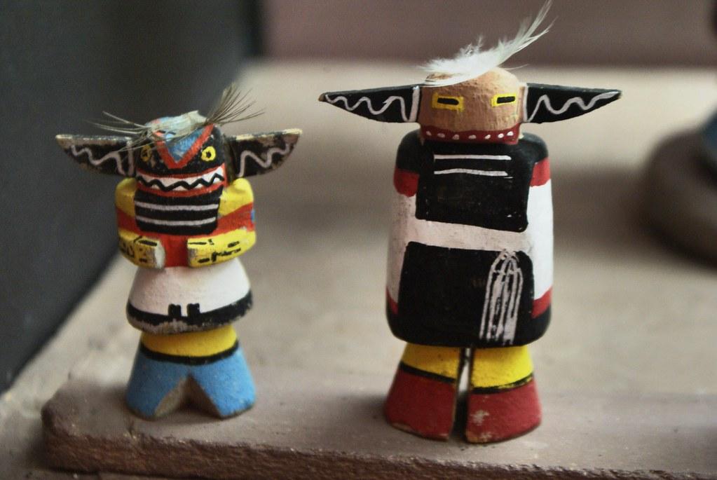 Figurines Hopi représentant les divinités de cette tribu amérindienne. Musée ethnographique de Gênes.
