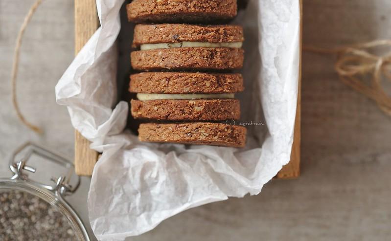 almond-chia cookies
