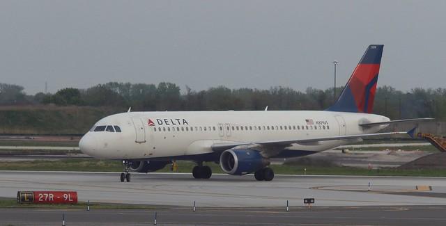 Delta Air Lines N319US Airbus A320 PHL