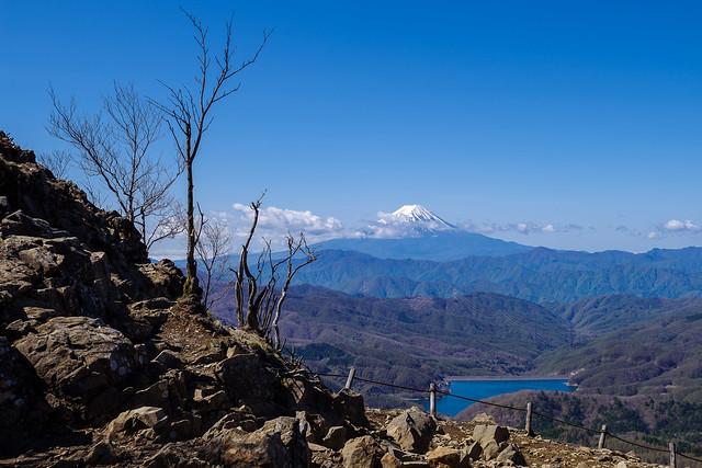 富士山・・・強風に雲が流れる@雷岩