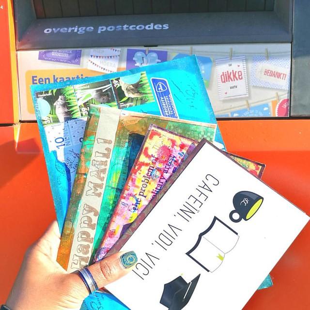 Sent off some Happy Mail yesterday. @swapbotnews . . . . #swapbot #swap #sent #swapbotambassador #mailbox #mailboxmonday #mail #snailmailrevolution #happymail #snailmail #snailmailrevival #envelope #postcard #artistsofinstagram #post #echtepost @postnl #e
