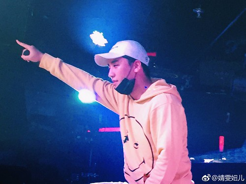 Seungri supporting his NHR DJ Crew in Xiamen China 2017-05-0910 (27)
