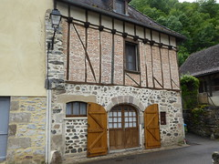Unusual Properties on the banks of the Dordogne at Beaulieu