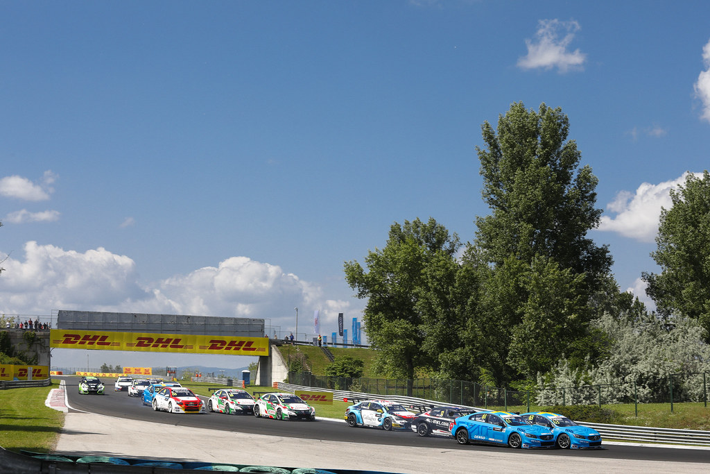 depart start 61 GIROLAMI Nestor (arg), Volvo S60 Polestar team Polestar Cyan Racing, action 63 CATSBURG Nicky (ned), Volvo S60 Polestar team Polestar Cyan Racing, action    during the 2017 FIA WTCC World Touring Car Race of Hungary at hungaroring, Budapest from may 12 to 14 - Photo Frederic Le Floc'h / DPPI