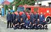 Abordnung der Freiwilligen Feuerwehr Kraichtal-Menzingen mit Billeder Feuerwehrleuten bei der 250-Jahrfeier der Gemeinde vor dem von ihnen 2006 gespendeten Löschfahrzeug