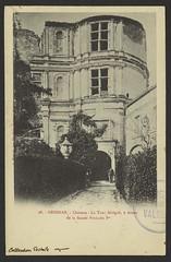 Grignan. - Château - La Tour Sévigné, à droite de la façade François Ier