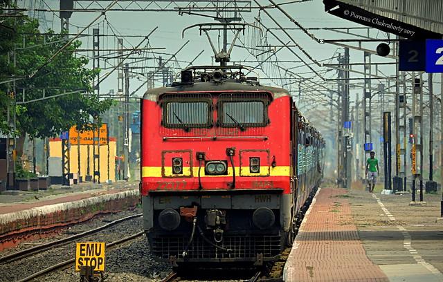 Indian Railways : Udaipur bound Ananya Express from Kolkata starts long her journey behind red hot Howrah WAP 4 !