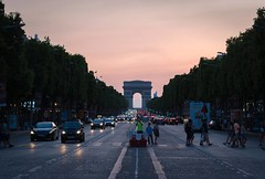 That time we were looking towards the Arc de Triomphe at sunset. #takemeback #paris #france #arcdetriomphe #champselysees #sunset #symmetry #street