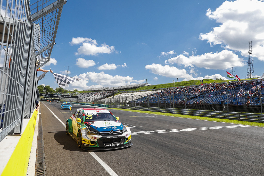 25 BENNANI Mehdi (mor), Citroen C-Elysee team Sébastien Loeb Racing, action arrivee finish line   during the 2017 FIA WTCC World Touring Car Race of Hungary at hungaroring, Budapest from may 12 to 14 - Photo Frederic Le Floc'h / DPPI