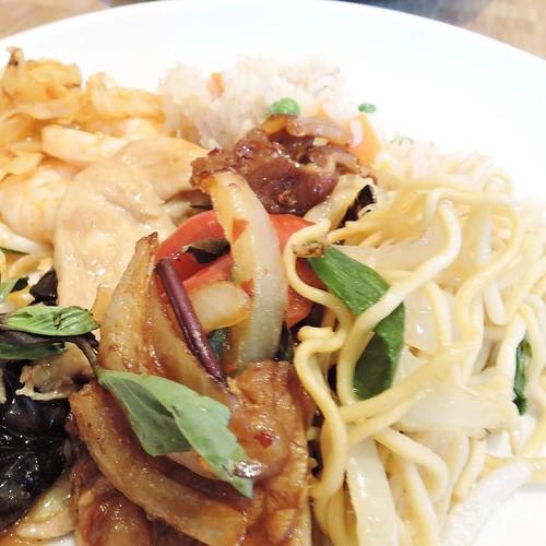 お腹いっぱいだしそろそろデザート食べようかと思ってからの、中華。朝食ビュッフェ4皿目。