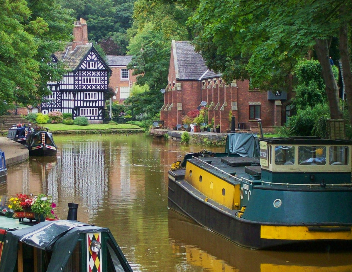 Bridgewater Canal at Worsley, Greater Manchester. Credit Poliphilo