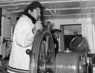Inuit pilot of the Eastern Arctic Patrol ship MV Regina Polaris, with Samuel D. Ford... / Pilote inuit du navire à moteur Regina Polaris de la patrouille de l'est de l'Arctique... En arrière-plan : Samuel D. Ford