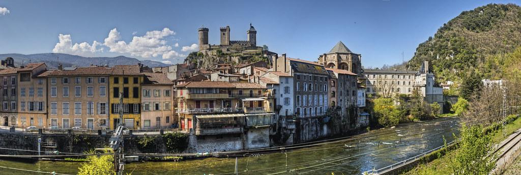 Château des Comtes de Foix depuis l'Ariège, Foix (F)