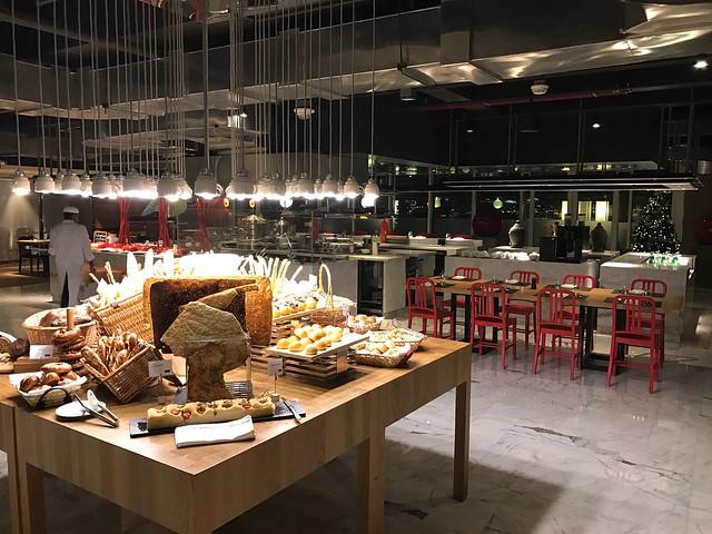 Restaurant - Sheraton Grand Hotel Dubai