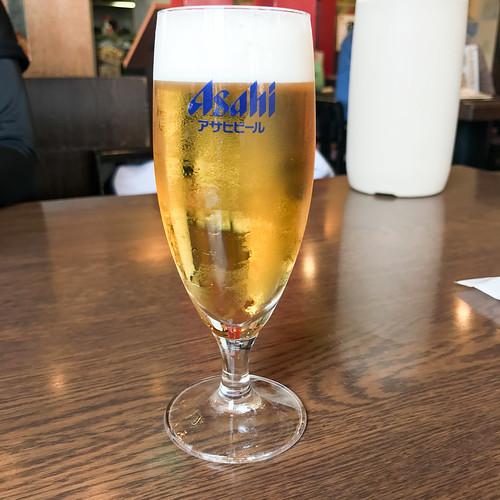 今日も半歩い。 — Drinking a Asahi Super Dry by Asahi Breweries (@ 得得うどん 岡崎本宿店)