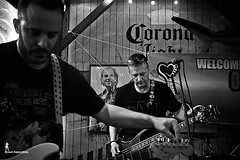 Getting ready to jam with @hopedarlingband , Greg and Jeff doing some pre-show tuning at the One Love Jam Fest in Palm Harbor, Florida. That concentration before and during a show is how they make it look so easy. . . www.thatraulsanchez.com . . . . #phot