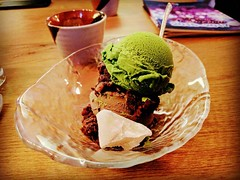 A double scoop of matcha and tochucha ice cream dessert @NipponCha #Queens #WorldsFair