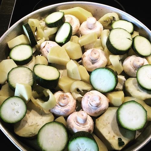 Vegane Ernährung ist lecker und gut ❤️#veganfood #champions #zuchini #obergine #kartoffeln #paprika