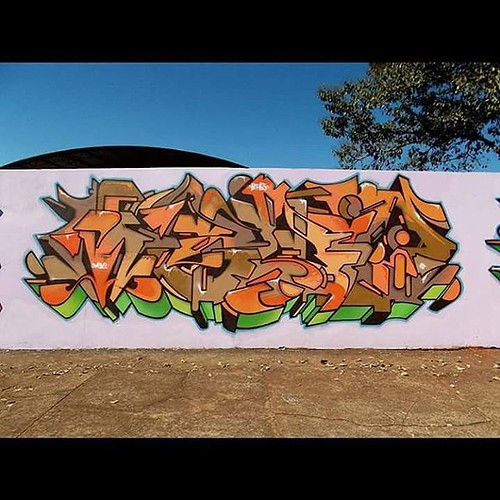 Apucarana - PR. #graffitiart #wildstyle #letter #grafiti #modernart #lettering #arteurbana #instagrafite #hiphop #medo1 #urbanarts #grafitti #oranges #apucarana #spraycanart