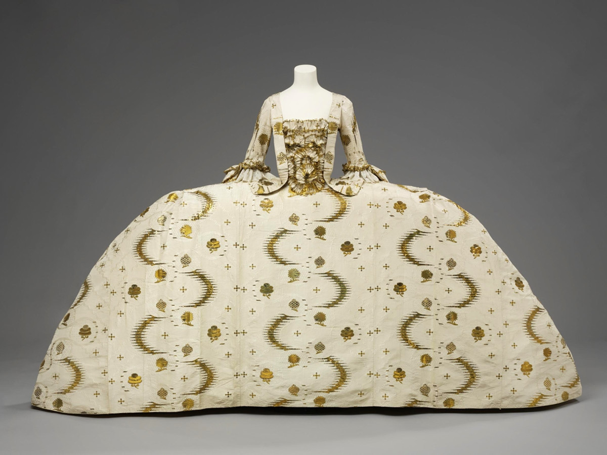 1755 Mantua. England. Silk, silver-gilt thread, linen thread, silk thread, hand-sewn. © Victoria and Albert Museum, London
