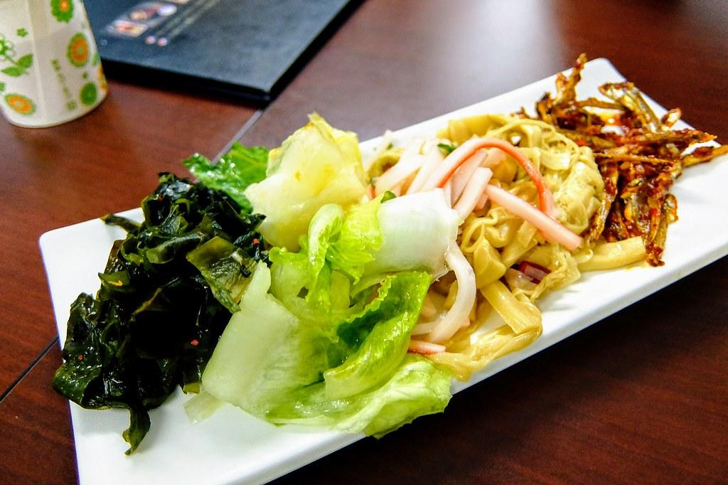 小菜,每一盤小菜都有五種,據說會常常更換就是了...這次吃的小菜,我覺得小魚乾不錯,就是辣了點...