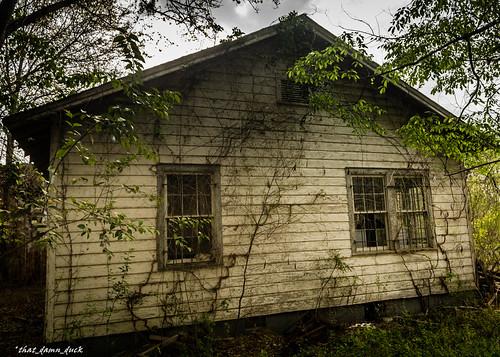 abandoned urbex urbanexplorer house architecture decaying gable windows