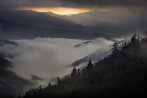 wnc westernnorthcarolina gsmnp greatsmokymountains nationalpark vista sunrise oconaluftee overlook sunup