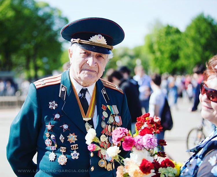 С днём победы!  #деньпобеды #деньпобеды #dayofvictory #military #soviet #veteran #veterans #veteransday #veteranos #veterano #russia #russians #россия #россия #дедушка #ветеран #ветераны #москва #moscow #moscú #moscu #военные #emotiveportrait #emotiv