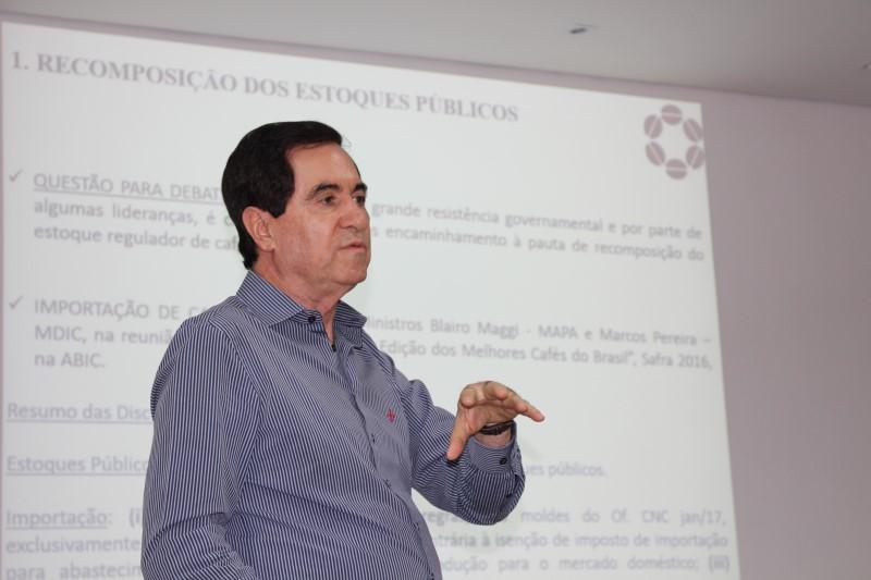 As explanações do encontro foram feitas pelo presidente executivo do CNC, deputado Silas Brasileiro (Foto: Luiz Valeriano / Ascom CCCMG)