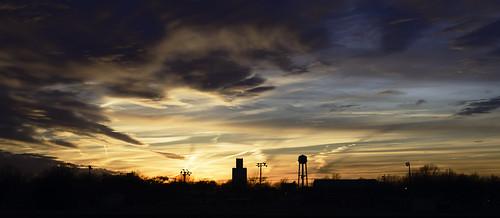 sunset silhouette clouds cloudsstormssunsetssunrises horizon