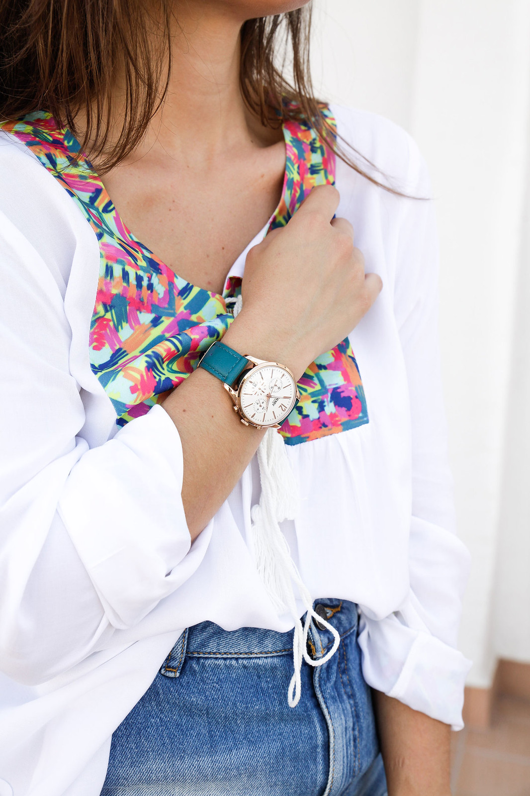 03_ripped_denim_skirt_white_shirt_ruga_style_theguestgirl_barcelona
