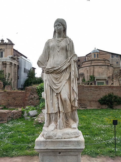 Vestal Virgin statue @ Roman Forum