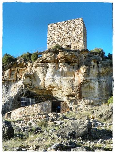 Cueva Paleolítica y poblado Hispano-Musulmán de Los Casares