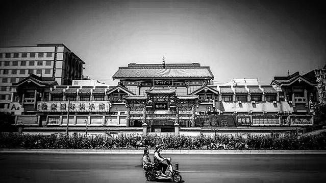 #StreetPhotography #BlackandWhite #Monochrome #StreetMonochrome #Dongsi #Street #Beijing #China #Longfu #Temple