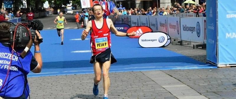 Maratonskými mistry jsou opět Pechek a Pastorová