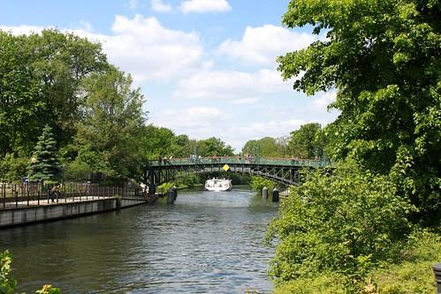 Rosa-Luxemburg-Steg und Lichtensteinbrücke über dem Landwehrkanal