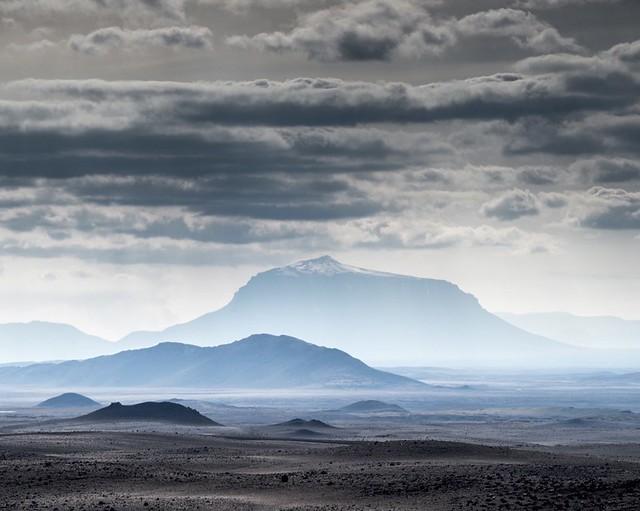 مقشر BIOEFFECT البركاني  مع حمم تتمتع ببلورات جزئية أيسلاندية