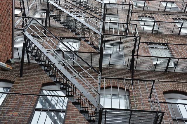 stairs and windows, Nikon D5100, AF-S DX VR Zoom-Nikkor 18-200mm f/3.5-5.6G IF-ED [II]