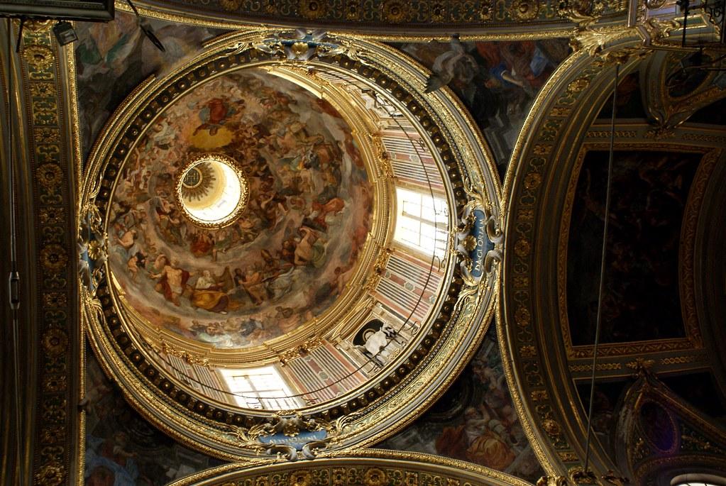 Coupole de l'église du Gesù à Gênes.
