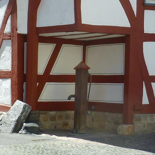 blasjaz brunnen brunnenpumpe schwengelpumpe fachwerk fachwerkhaus alsfeld vogelsberg vogelsbergkreis hesse hessen germany