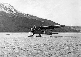 1959 Beaver NZ6010 touching down at Mt Cook Airfield