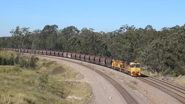 5028 and 5041 passing Pothana Lanee, Canon EOS 760D, Canon EF-S 18-135mm f/3.5-5.6 IS STM