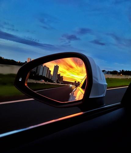 Pôr do sol por um no ângulo. #sunset