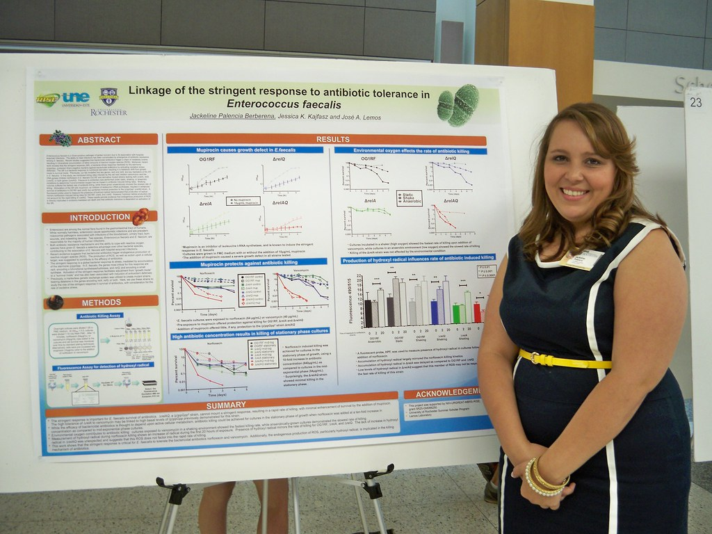 Jackeline Palencia with poster